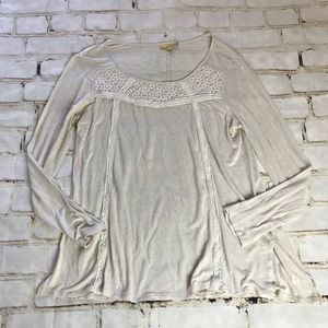 Princess Vera Wang cream top with lace details
